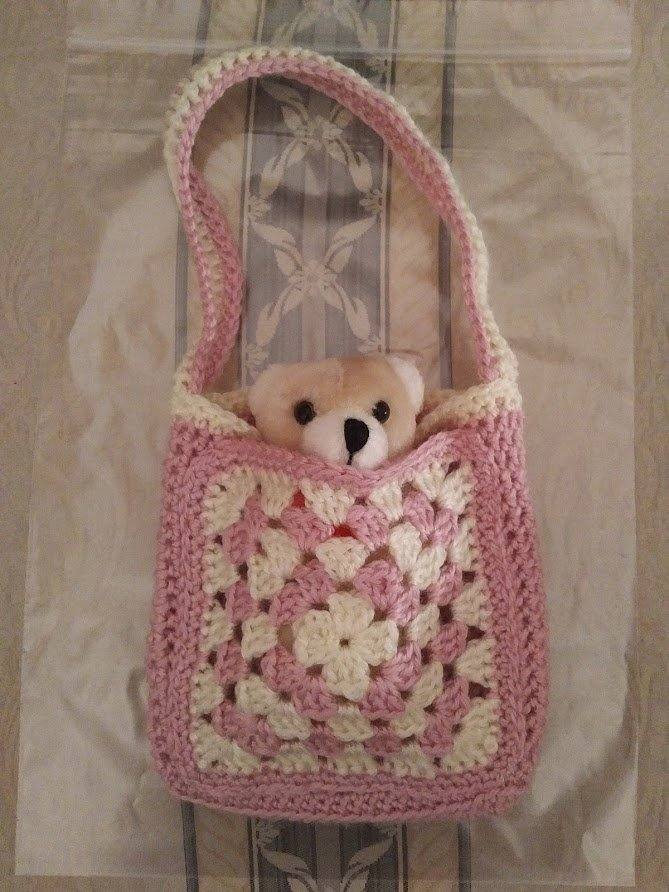 pink-cream-small-bag-teddy-inside