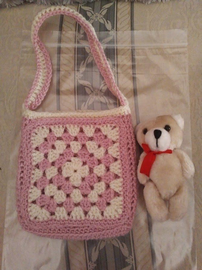 pink-cream-small-bag-teddy-outside