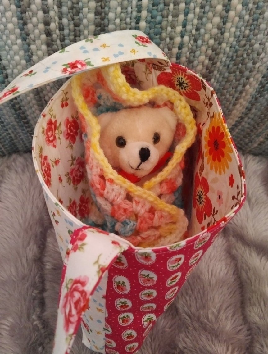 small-cotton-bag-patchwork-small-teddy-in-blanket