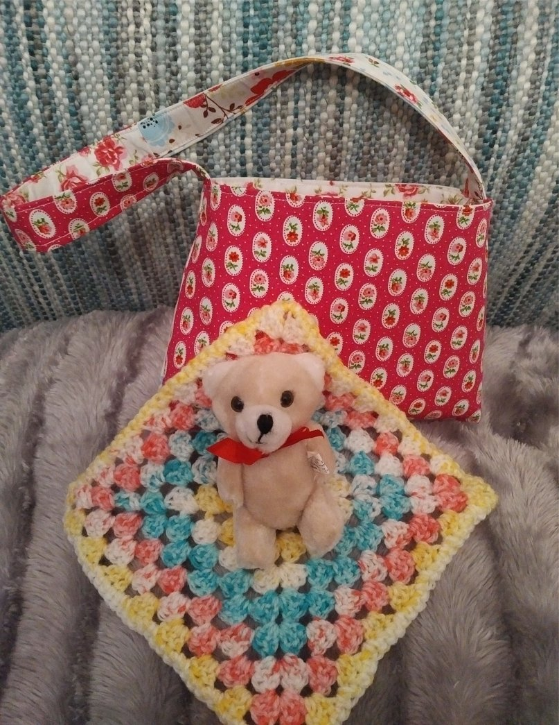 small-cotton-bag-patchwork-small-teddy-on-blanket