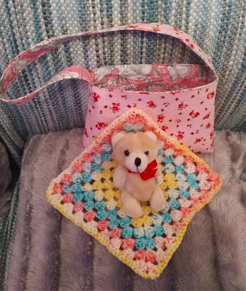 small-cotton-two-pinks-bag-small-teddy-outside