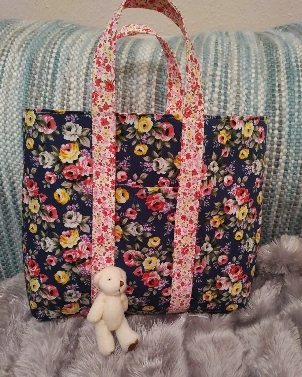 flower-print-shoper-tote-blue-rose-teddy-outside-1