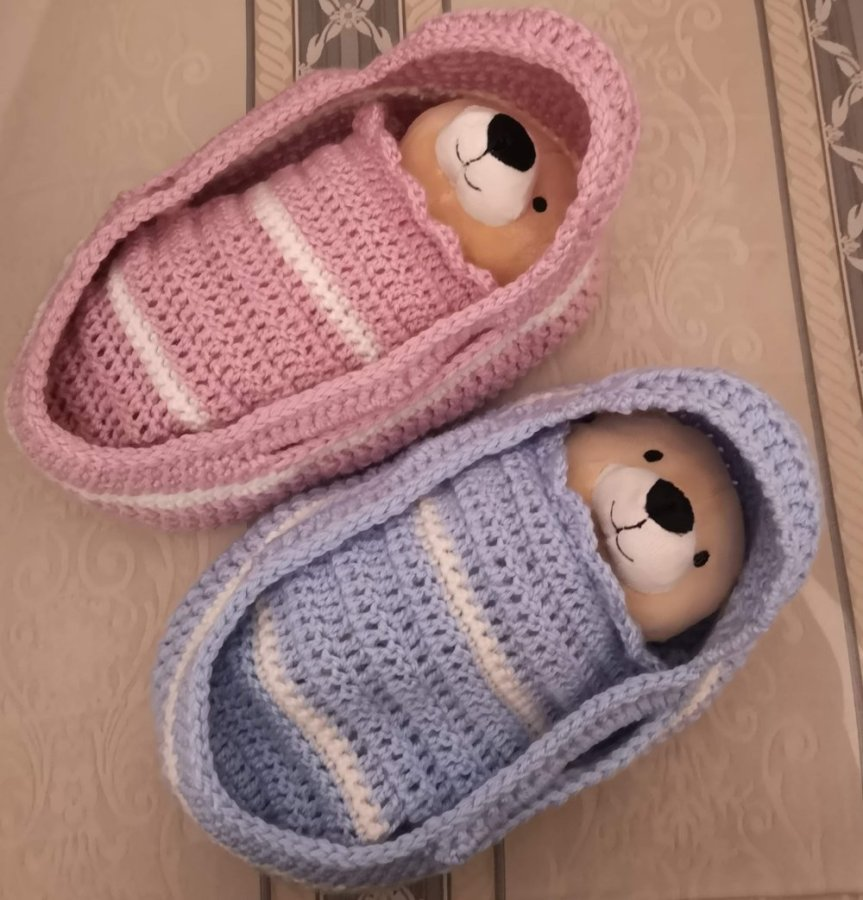 pink-and-blue-baskets-1