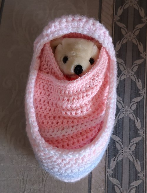 small-moses-basket-and-teddy-pink-mix-1