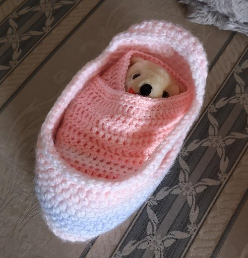 small-moses-basket-and-teddy-pink-mix-2