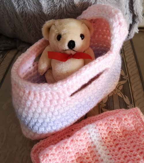 small-moses-basket-and-teddy-pink-mix-7
