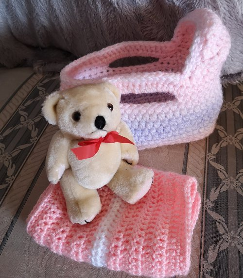 small-moses-basket-and-teddy-pink-mix-8